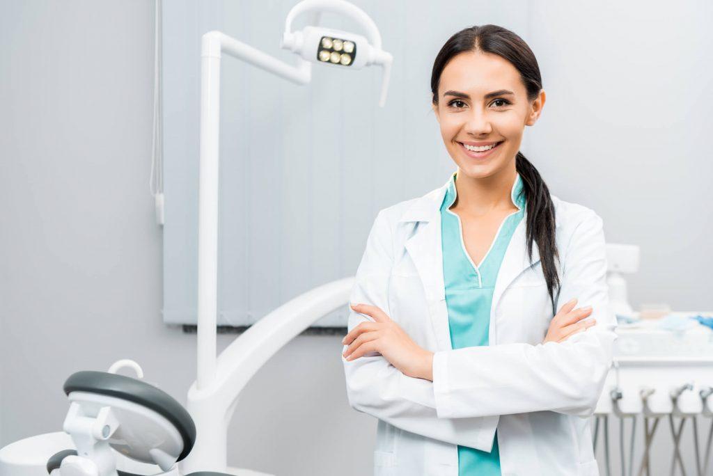 dentist who provides Dentures Naples FL